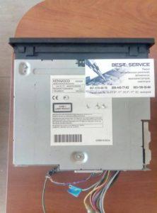 Магнитола Kenwood DDX305B - висит на заставке